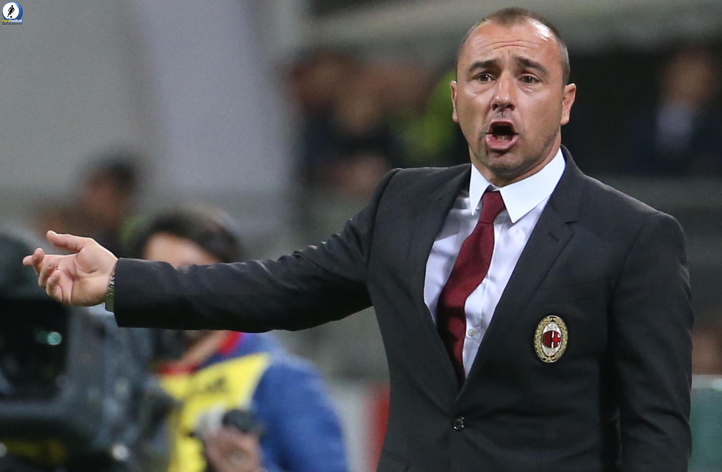 Milan's coach Cristian Brocchi gestures during the Italian Serie A soccer match AC Milan vs Carpi FC at Giuseppe Meazza stadium in Milan, Italy, 21 April 2016. ANSA/MATTEO BAZZI