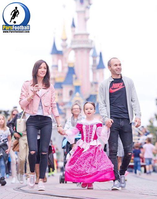 گشت و گذار اینیستا و خانواده در دیزنیلند پاریس