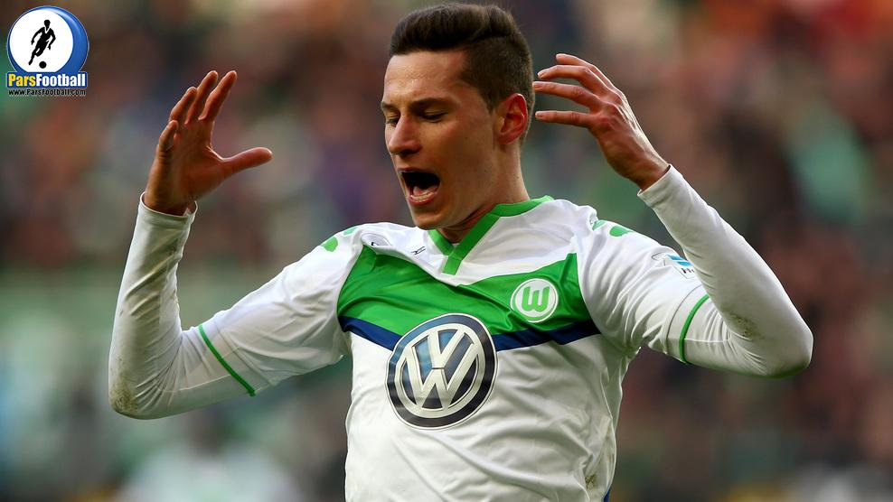 WOLFSBURG, GERMANY - FEBRUARY 27:  Julian Draxler of Wolfsburg reacts during the Bundesliga match between VfL Wolfsburg and FC Bayern Muenchen at Volkswagen Arena on February 27, 2016 in Wolfsburg, Germany.  (Photo by Martin Rose/Bongarts/Getty Images)