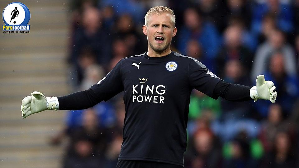 LEICESTER, ENGLAND - OCTOBER 24: Kasper Schmeichel of Leicester City during the Barclays Premier League match between Leicester City and Crystal Palace at The King Power Stadium on October 24, 2015 in Leicester, England.  (Photo by Nigel Roddis/Getty Images)