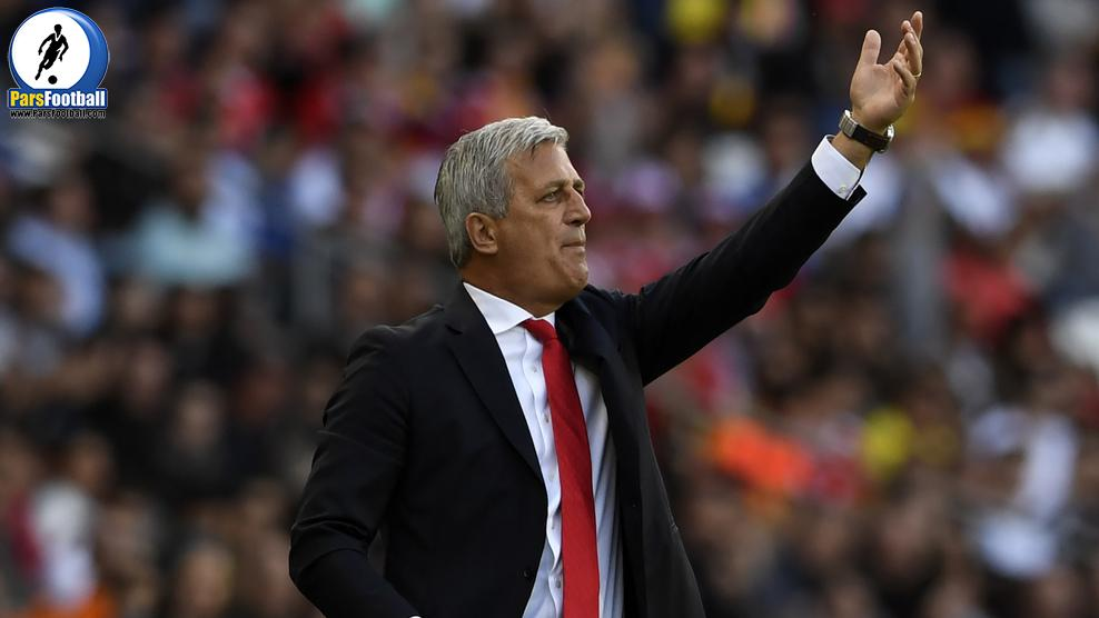 Switzerland's coach Vladimir Petkovic instructs his team during the Euro 2016 group A football match between Romania and Switzerland at the Parc des Princes stadium in Paris on June 15, 2016. / AFP / MIGUEL MEDINA        (Photo credit should read MIGUEL MEDINA/AFP/Getty Images)