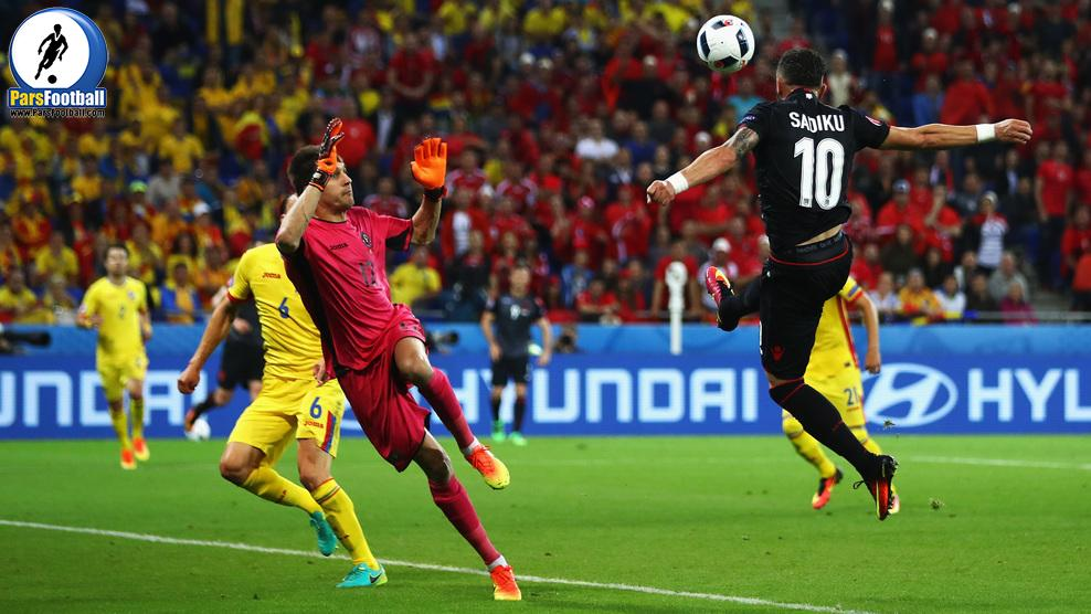 LYON, FRANCE - JUNE 19:  Armando Sadiku (R) of Albania heads the ball to score the opening goal past Ciprian Tatarusanu (C) of Romania during the UEFA EURO 2016 Group A match between Romania and Albania at Stade des Lumieres on June 19, 2016 in Lyon, France.  (Photo by Michael Steele/Getty Images)