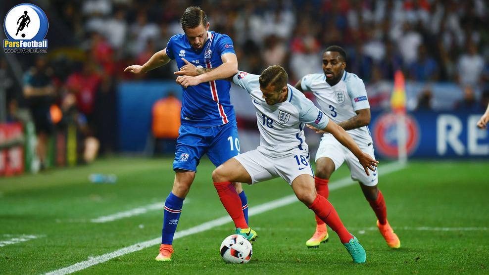 NICE, FRANCE - JUNE 27: Jack Wilshire of England and Gylfi Sigurdsson of Iceland compete for the ball during the UEFA EURO 2016 round of 16 match between England and Iceland at Allianz Riviera Stadium on June 27, 2016 in Nice, France.  (Photo by Dan Mullan/Getty Images)