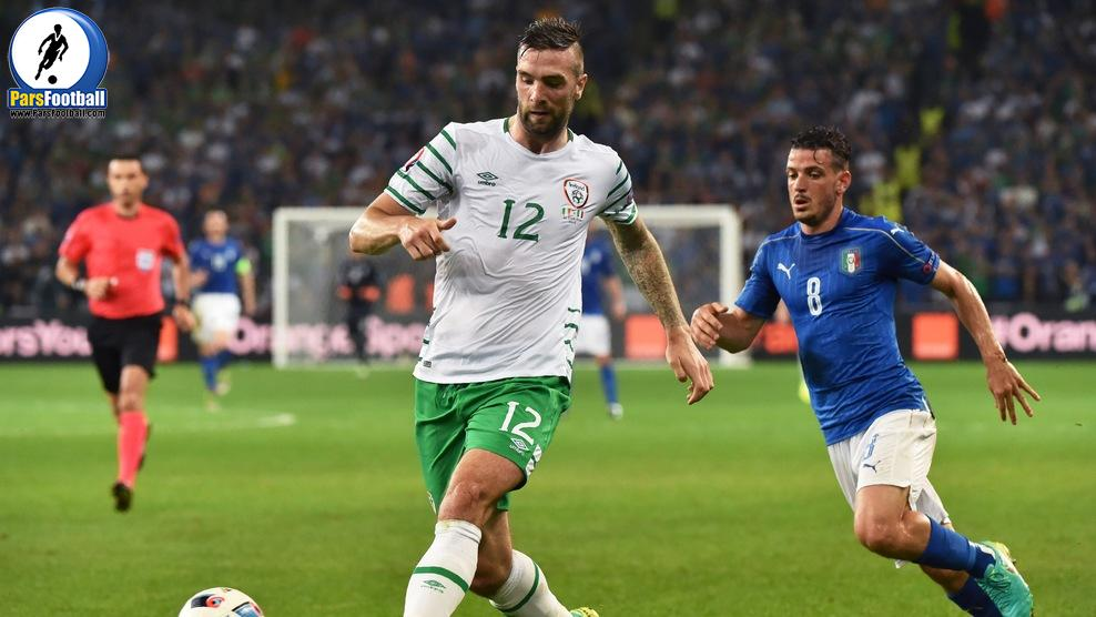 Ireland's defender Shane Duffy (L) and Italy's midfielder Alessandro Florenzi vie for the ball during the Euro 2016 group E football match between Italy and Ireland at the Pierre-Mauroy stadium in Villeneuve-d'Ascq, near Lille, on June 22, 2016. / AFP / PHILIPPE HUGUEN        (Photo credit should read PHILIPPE HUGUEN/AFP/Getty Images)