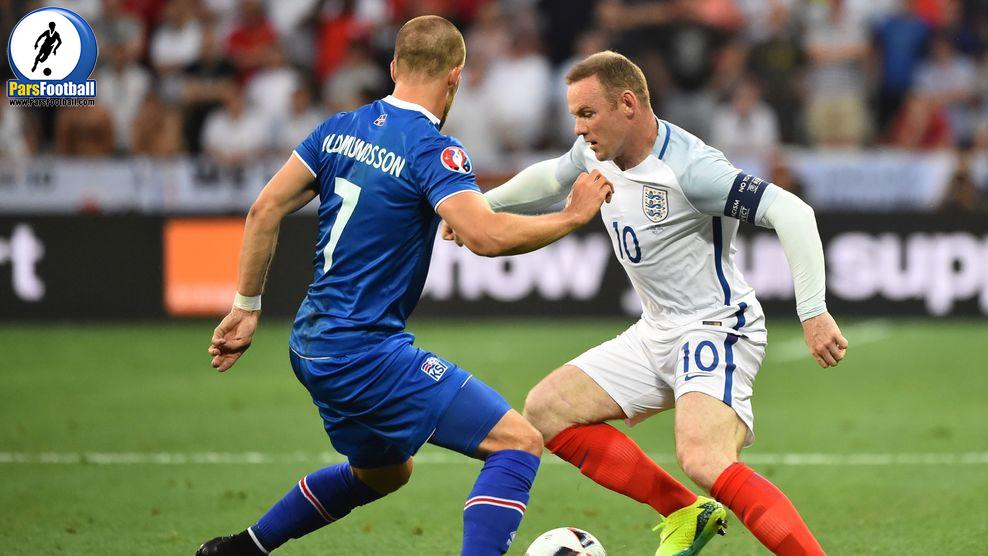 Iceland's forward Johann Berg Gudmundsson (L) and England's forward Wayne Rooney vie for the ball during the Euro 2016 round of 16 football match between England and Iceland at the Allianz Riviera stadium in Nice on June 27, 2016. / AFP / BERTRAND LANGLOIS        (Photo credit should read BERTRAND LANGLOIS/AFP/Getty Images)