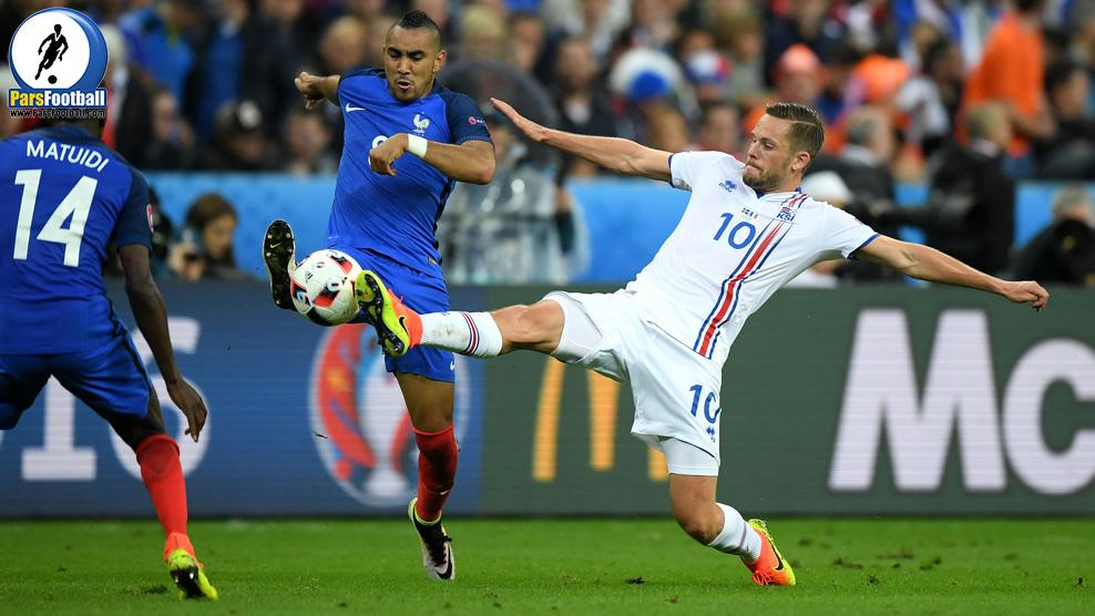 PARIS, FRANCE - JULY 03: Dimitri Payet of France and Gylfi Sigurdsson of Iceland compete for the ball during the UEFA EURO 2016 quarter final match between France and Iceland at Stade de France on July 3, 2016 in Paris, France.  (Photo by Matthias Hangst/Getty Images)