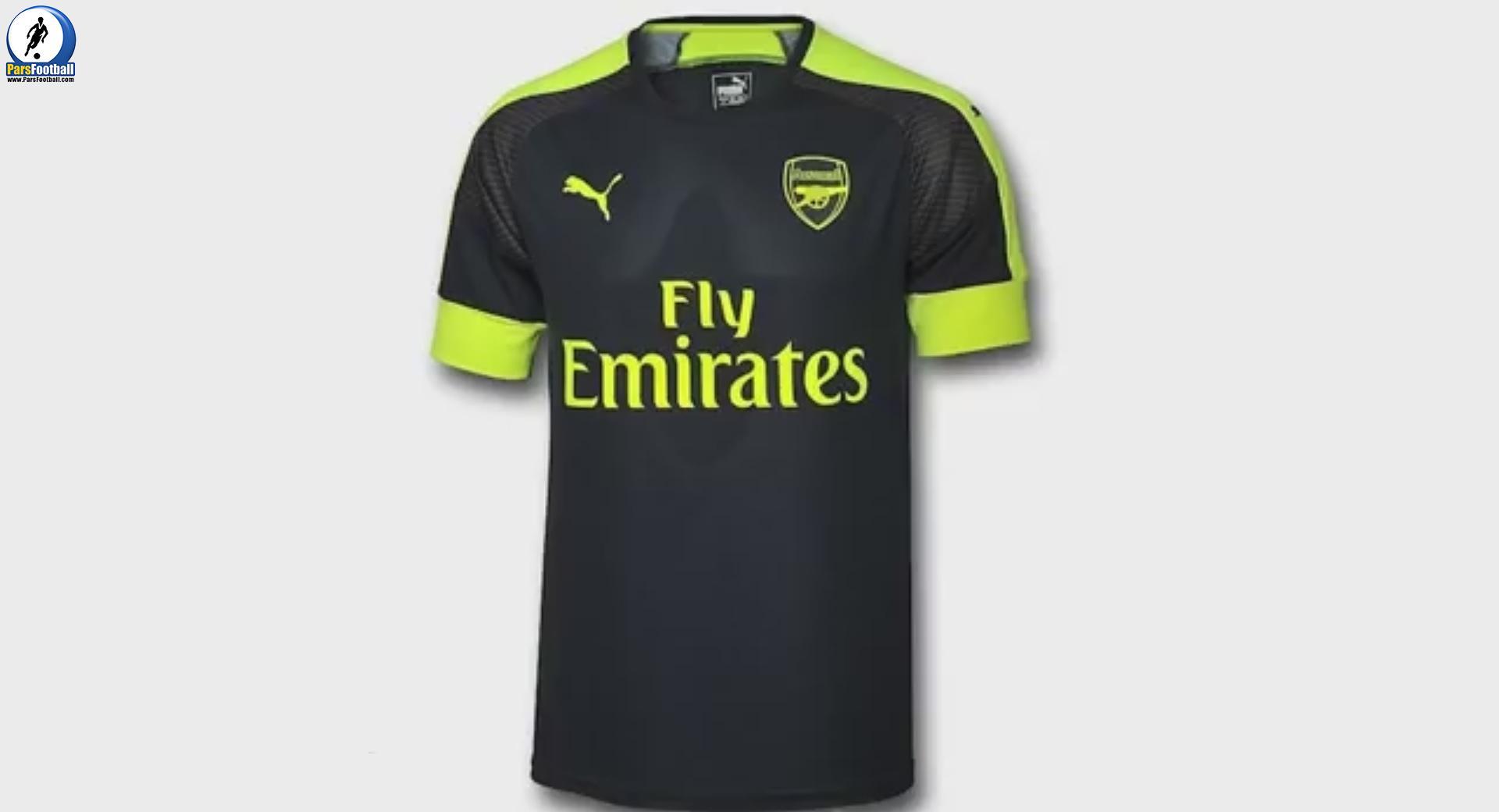 این پیراهن را شرکت پوما طراحی کرده و رسما آن را رونمایی کرده است. پیراهن سوم آرسنال به رنگ سورمه ای است