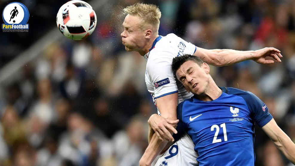 (LtoR) Iceland's forward Kolbeinn Sigthorsson and France's defender Laurent Koscielny vie for the ball during the Euro 2016 quarter-final football match between France and Iceland at the Stade de France in Saint-Denis, near Paris, on July 3, 2016.  / AFP / PHILIPPE LOPEZ        (Photo credit should read PHILIPPE LOPEZ/AFP/Getty Images)