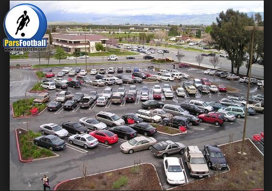 فیلم | کلیپ جالب رانندگی یک راننده ناشی در حال خروج از پارکینگ