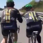 در این ویدیو از دوچرخه سواری شما بینندگان چندرسانه ای پارس فوتبال دوچرخه سواری را مشاهده مینماید که به یک فرد معلول دوچرخه سوار در مسیر حرکت کمک مینماید.