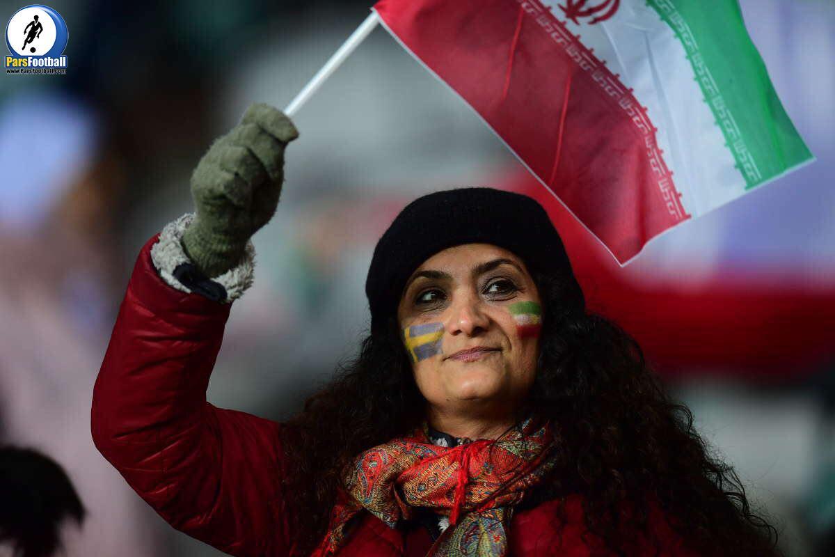 یکى از معدود هواداران ایران در ورزشگاه