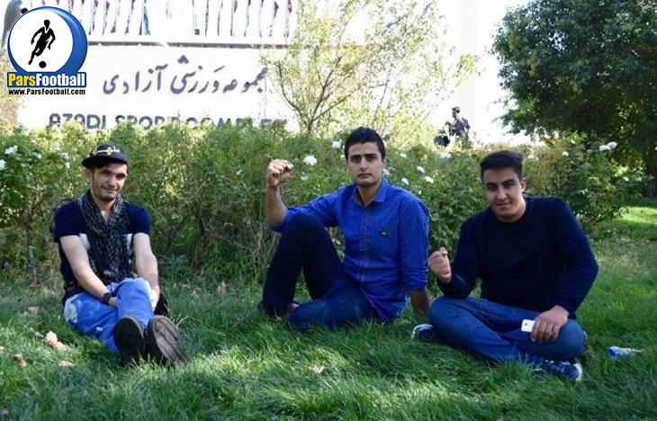 هواداران تیم ملی مقابل ورزشگاه آزادی