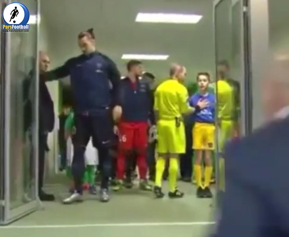 کلیپی جالب و زیبا از حرکت زلاتان ابراهیموویچ که پیش از شروع بازی اتفاق افتاد ؛ پارس فوتبال