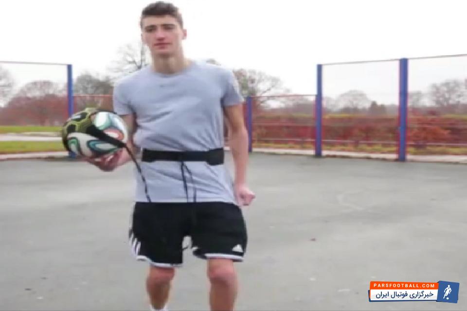 کلیپی از چالش توپ کشی و ترفندهای جالبه این بازیکن در این چالش؛ پارس فوتبال