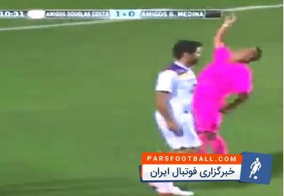 کلیپی از حرکات موزون و عجیب داور فوتبال در حین مسابقه ؛ پارس فوتبال