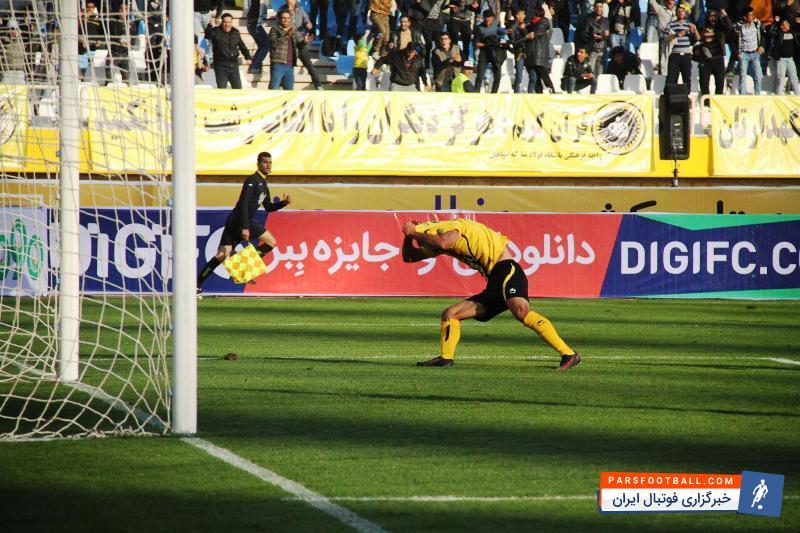 تیم سپاهان تمرینش با حضور گسترده هواداران و به خصوص بانوان برگزار شد