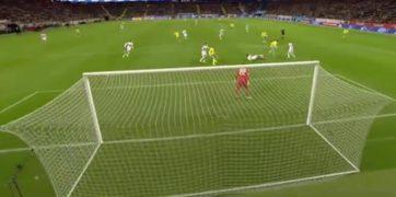 دروازه بان بلاروس در بازی مقابل تیم فوتبال سوئد