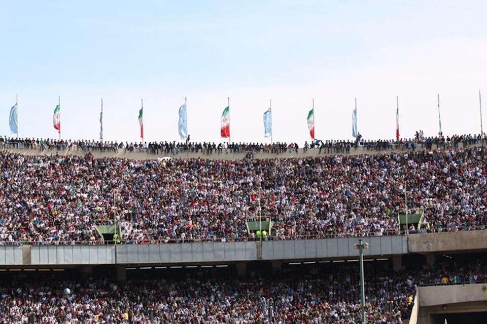 حضور گسترده مردم ورزشگاه آزادی را به مرز خطر کشاند! ؛ حضور گسترده هواداران ورزشگاه آزادی