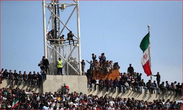 هجوم تماشاگران بازی تیم ملی فوتبال ایران و چین در مسابقات انتخابی جام جهانی 2018 به ورزشگاه آزادی