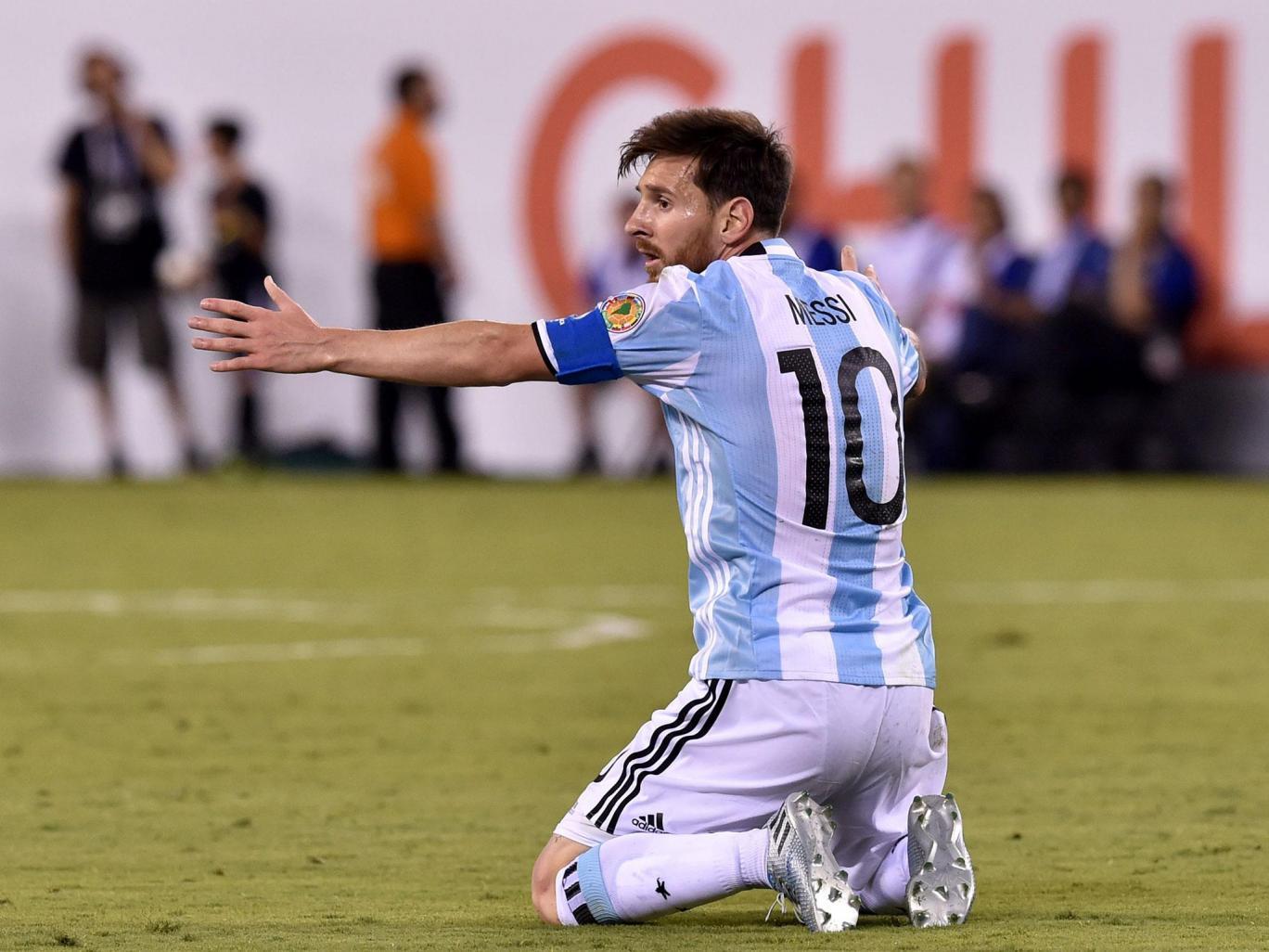 توهین مسی به داور ؛ توهین زشت فوق ستاره بارسا به داور ؛ پارس فوتبال