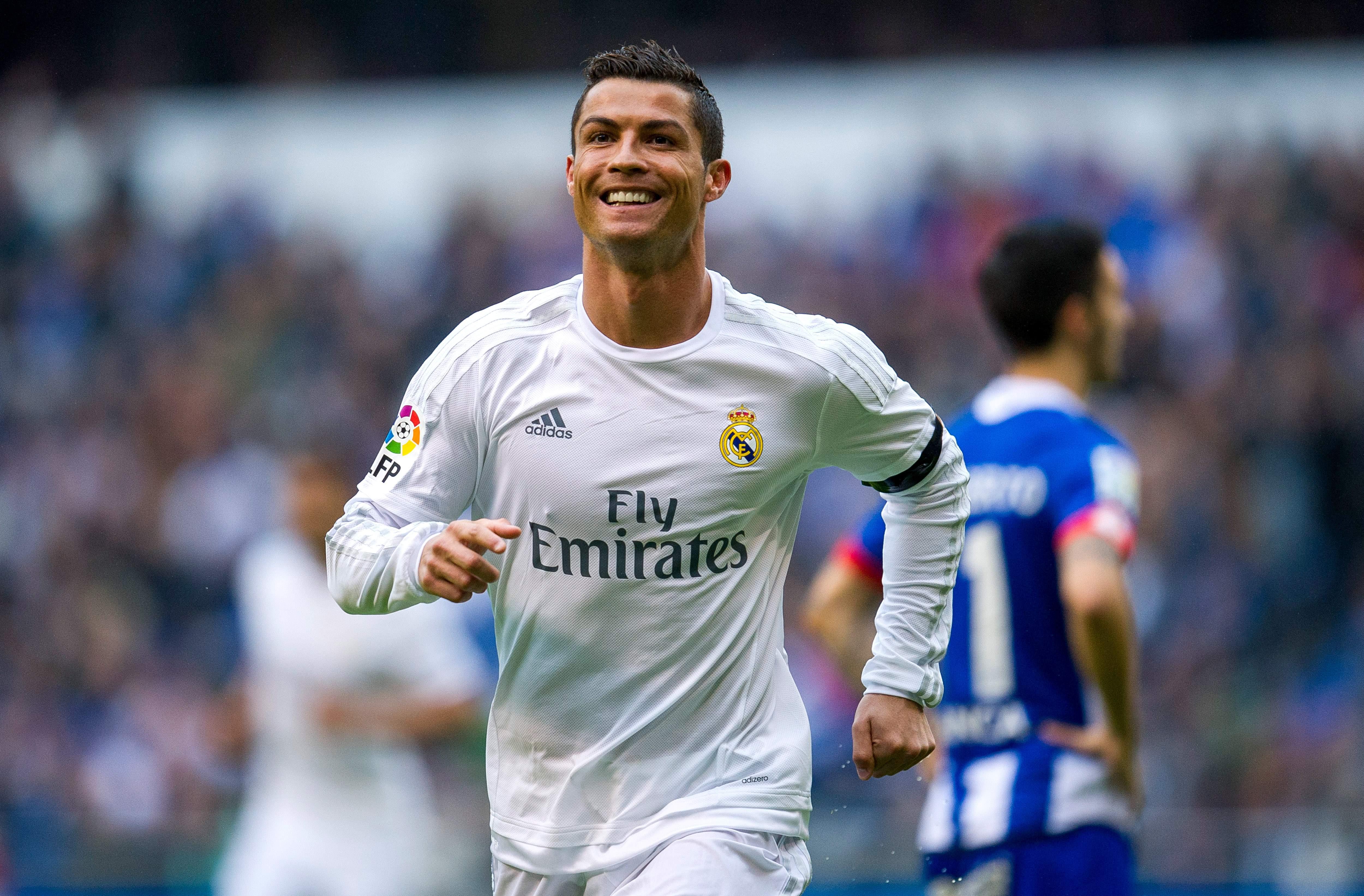 رونالدو کلیپ جالب از شوت های جالب این ستاره برزیلی درزمین فوتبال