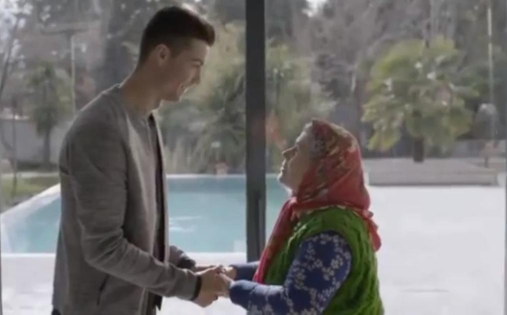 فیلم ؛ صحنه ای جالب و احساسی از ملاقات پیرترین هوادار با رونالدو