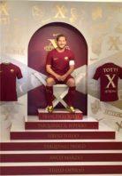 رونمایی از کفش های طلایی نایک برای اسطوره آس رم توتی