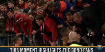 دیدار بازیکنان بایرلورکوزن با طرفداران بعد از باخت سنگین خانگی در برابر شالکه