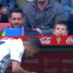 عصبانیت وازکوئز بازیکن جوان رئال مادرید بعد از تعویض در دقیقه 73