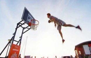 دیدنی ترین صحنه های بسکتبال آکروباتیک