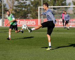 همکاری هوایی دیدنی بازیکنان رئال مادرید در تمرینات