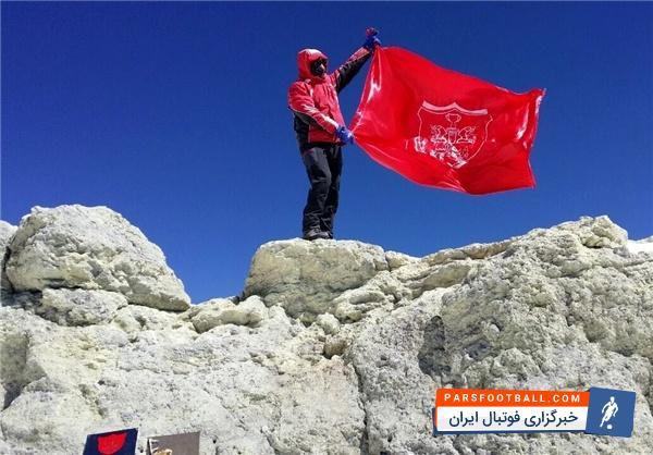 رونمایی از پرچم پرسپولیس در کنسرت پویا بیاتی در یزد ؛ پارس فوتبال