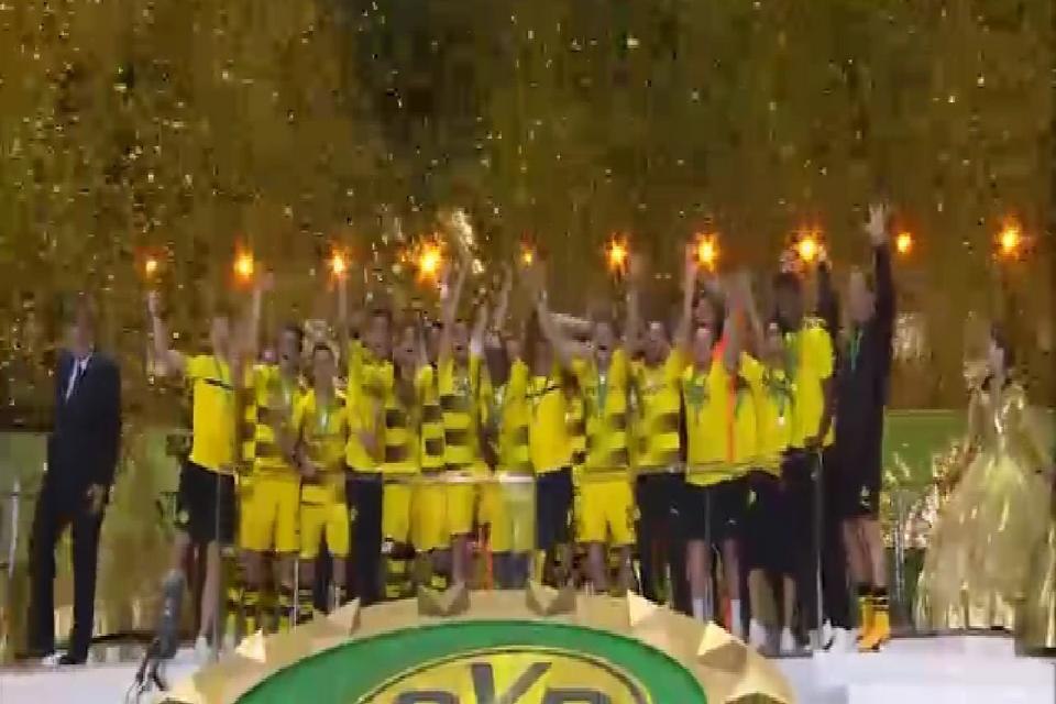 فوتبال آلمان کلیپ جالب از جشن قهرمانی دورتموند در جام حذفی آلمان ؛ دانلود رایگان