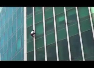 سرگئی دیولیاشوف ؛ صعود دلهره آور یک مرد روسی از ساختمانی 300 متری