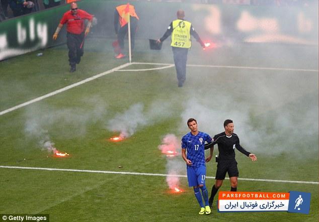 اشیاء عجیب در زمین فوتبال ؛ پارس فوتبال اولین خبرگزاری فوتبال ایران