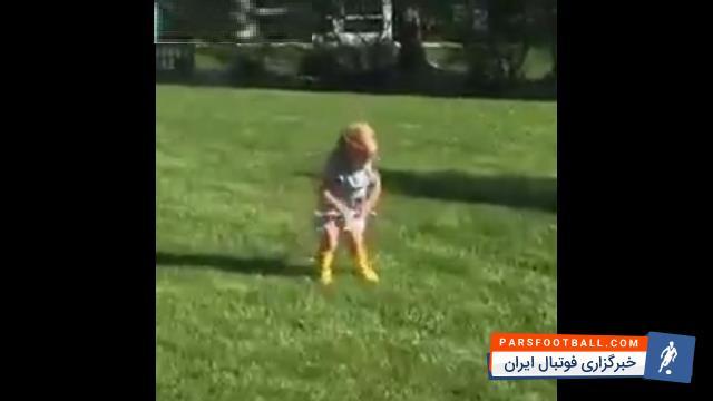 حلقه زدن ؛ کلیپی جالب از تمرینات یک دختر بچه برای حلقه زدن ؛ پارس فوتبال