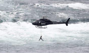 کلیپی از معلق ماندن ارندیرا والندا بر فراز آبشار نیاگارا
