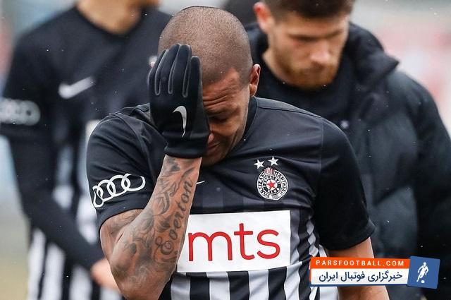 نژادپرستی در فوتبال که باعث آزار ستارگانی همچون روبرتو کارلوس و ساموئل اتوئو شد