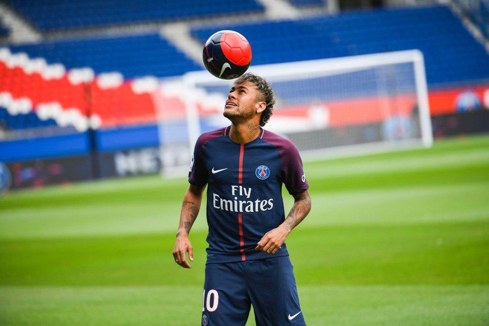اشک ریختن نیمار برای حادثه دیدگان بارسلونا ؛ پارس فوتبال اولین خبرگزاری فوتبال ایران