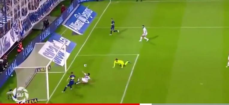 گل عقربی دیدنی در فوتبال ؛ پارس فوتبال اولین خبرگزاری فوتبال ایران