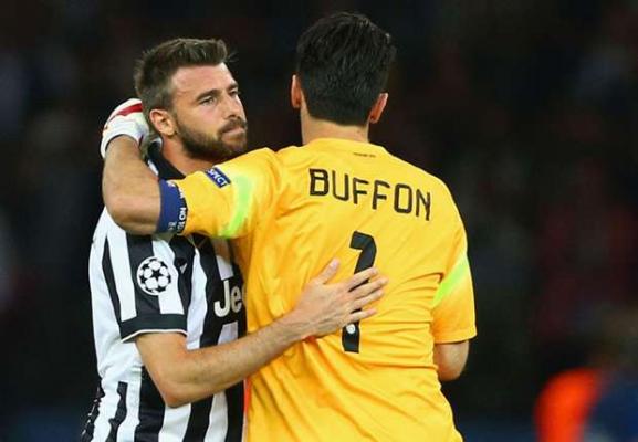 بارتزالی : انتقاد به بوفون مسخره است ؛ پارس فوتبال اولین خبرگزاری فوتبال ایران