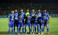 تیم فوتبال استقلال تهران در مصاف با پارس