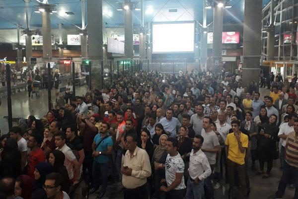 بازگشت تیم پرسپولیس به تهران با استقبال پرشور هواداران! ؛ پارس فوتبال