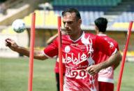 سید جلال حسینی مدافع تیم فوتبال پرسپولیس اولین پیروزی در دربی را جشن گرفت