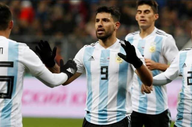 آگوئرو بازیکن تیم فوتبال آرژانتین در بین دو نیمه دیدار برابر نیجریه هوشیاری خود را از دست داد