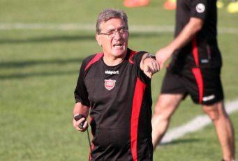 برانکو سرمربی تیم فوتبال پرسپولیس تا وضع مدیر عامل باشگاه روشن نشود تمدید نخواهد کرد