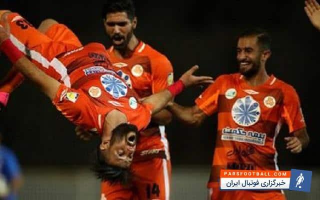 محمد عباس زاده : آقایان ! لطفا به چشم پزشک مراجعه کنید ؛ خبرگزاری فوتبال ایران