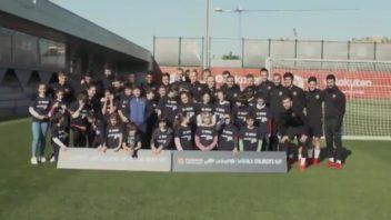 حضور کودکان در تمرین بارسلونا به مناسبت روز جهانی کودک