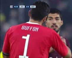 خوش و بش بوفون با بازیکنان بارسلونا در پایان بازی