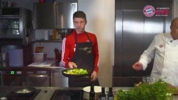 آشپزی کردن توماس مولر ستاره آلمانی باشگاه بایرن مونیخ
